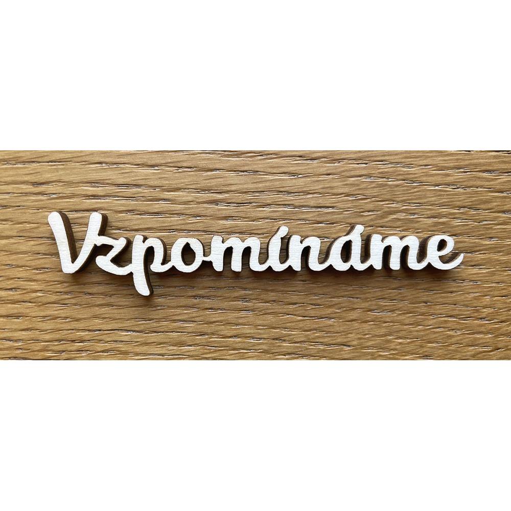 Dřevěný nápis Vzpomínáme